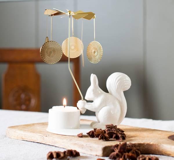 Bilde av Winter Stories - Squirrel with angel chime